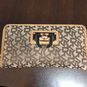 DKNY Logo Wallet Clutch with zipper
